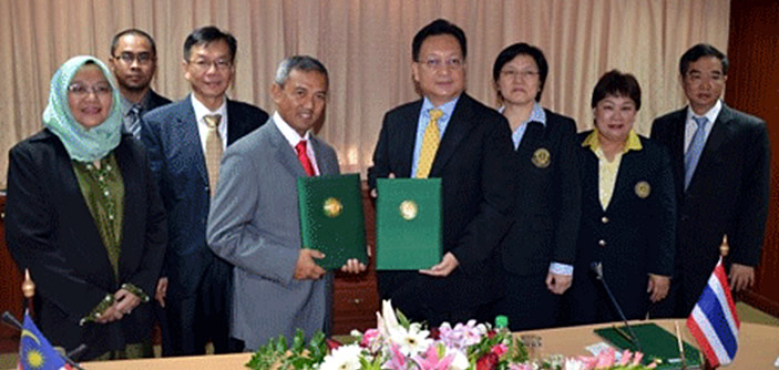 UPM Vice Chancellor  Prof. Dato Dr. Mohd. Fauzi Hj. Ramlan (fourth from left) and Kasetsart University Vice President  Associate Professor Dr. Bordin Rassameethes (fifth from left) with representatives from both universities during the signing of the MOA (Photo courtesy of UPM School of Graduate Studies)